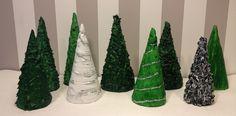 Det er efterhånden et par år siden at en veninde viste mig hendes juletræer som var lavet i spartelmasse, nu fik jeg endelig selv lavet...