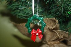 DIY Bike Project: Learn how to make a star Christmas ornament from a reclaimed bicycle chain.