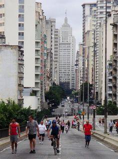 Foi aprovado nesta terça-feira, dia 12 de maio, um projeto de lei que pretende fechar o Minhocão, na região central de São Paulo, aos sábados. A proposta sinaliza mais um passo rumo à desativação do elevado inaugurado nos anos 70. Atualmente, o local já está fechado para carros nos domingos, feriados e das 21h30 às 6h30 durante a semana.