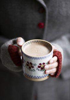 quenalbertini: A good hot cup of coffe in winter days Coffee Love, Coffee Break, Coffee Cups, Tea Cups, Coffee Coffee, Morning Coffee, Coffee Aroma, Café Chocolate, Chocolate Marshmallows