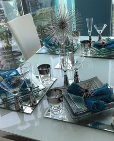 Things we : everything about this Z Gallerie tablescape by @v_watson. We couldn't ask for more stylish fans!