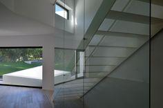 Haus in Portugal von Montenegro Architects / Weißer Expressionismus - Architektur und Architekten - News / Meldungen / Nachrichten - BauNetz.de