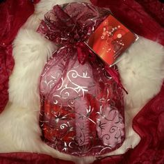 Christmas 7pc Gift Set Pure Passion Pomegranate gift set includes Shower Gel, Body Scrub, Body Lotion, Bath Salts, Massage Soap, Nail Brush and a loofah sponge all in a fancy little bag. Perfect gift for anyone or a nice add on. Have a very Merry Christmas! Pure Passion Other