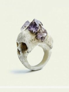 macabre skull ring, this is so pretty! I love the amethyst on the skull! Skull Jewelry, Jewelry Box, Jewelry Accessories, Jewelry Design, Unique Jewelry, Jewellery, Witch Jewelry, Rock Jewelry, Purple Jewelry