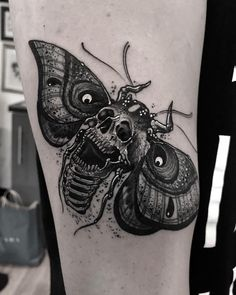 Loss of life Moth Hand Tattoos have turn into highly regarded through the years. Hand Tattoos, Scary Tattoos, Octopus Tattoos, Skull Tattoos, Black Tattoos, Body Art Tattoos, Tattoos For Guys, Sleeve Tattoos, Black Work Tattoo