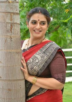 South Indian Actress Photo, Indian Actress Hot Pics, South Actress, Most Beautiful Indian Actress, Indian Actresses, Beautiful Actresses, Arabian Beauty Women, Aunty In Saree, Beautiful Women Over 40