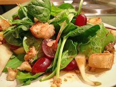 Wintersalat mit Weintrauben, Käse und Knusperbrot
