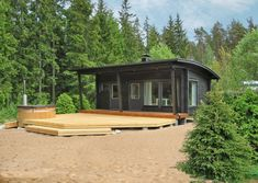 Högsåra-saunat tarjoavat ajattoman tyylikkäät puitteet saunomiseen ja samalla mukavat tilat vaikka kesävieraiden majoittamiseen.