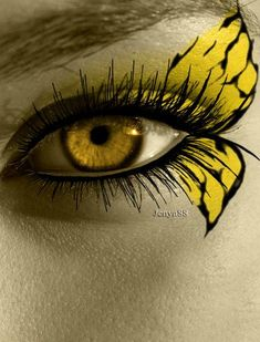 A collection of 21 creepy and cool Halloween Face Painting Ideas that range from disney to fairy to creepy. Halloween Face Painting adds to every costume! Pretty Eyes, Cool Eyes, Beautiful Eyes, Maquillage Halloween, Halloween Makeup, Halloween Face, Butterfly Eyes, Butterflies, Butterfly Makeup