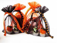 Halloween geschenkzakjes van organza met bedrukt lint leverbaar op www.organzastore.nl