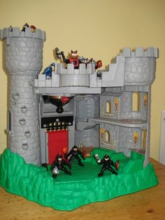 FISHER PRICE: CASTLE WITH SIEGE TOWER, FIGURES & ACCESSORIES   eBay