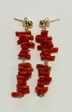 Pendientes con antiguas cuentas de coral #antigüedades #antiques #vintage #pendientes #complementos #earrings #feria #flamenca #invitada #bodas