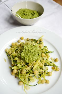 Zoodles With Basil & Spinach Pesto Healthy Tuna, Healthy Eating, Beetroot And Feta Salad, Carrot And Coriander Soup, Pesto Potatoes, Vegetarian Recipes, Vegan Vegetarian, Keto Recipes, Dinner Recipes