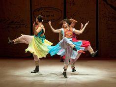 """Neste sábado, dia 12, os dançarinos do Grupo Sala B ocupam os palcos do Centro Cultural Padre Eustáquio com o espetáculo """"Cancioneiro do Imigrante"""". A apresentação acontece às 11h, e a entrada é Catraca Livre."""
