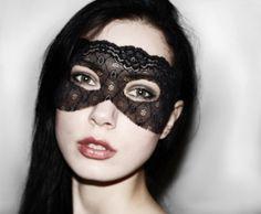 Dark Burlesque Spitzen Maske  http://de.dawanda.com/product/25060341-Dark-Burlesque-Spitzen-Maske