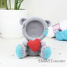 Picture frame Loving bear. Size 17 cm (6.5 in) #amigurumi #crochet #crocheted #crocheting #crochetlove #crochetaddict #crochetersofinstagram #toy #toys #handmade #handmadebyme #handmadewithlove #yarn #амигуруми #вязание #cute #adorable #örgü #ganchillo #virka #crochetdoll #amigurumipattern #etsy #etsyAU #freecrochetpattern #amiguru_mi #crochetbear #tanaticrochet #weamiguru