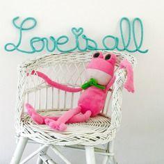 Love is all - mot phrase en tricotin