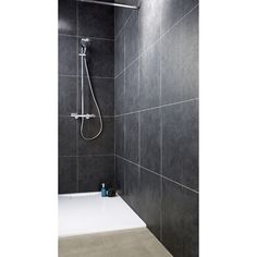 Le lambris pvc pièces humides Elément premium est idéal en rénovation. Pose adhésive facile et de faible épaisseur, son imitation carrelage coloris noir ardoise vous séduira.