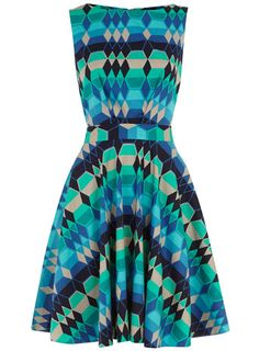 Love this Dorothy Perkins green diamond print dress w/a cut-out back for $89, get it here: http://rstyle.me/iejtq9mtu6