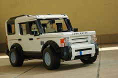 Land Rover in LEGO. This is beautiful!