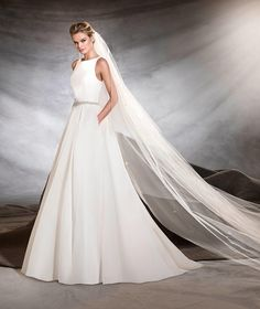 Pronovias 2018 / The wisdom and skill of expert seamstresses transform fine fabrics into haute couture designs. These wedding dresses are pure magic. Pronovias has designed a collection to enchant not only romantic, classic brides, but also modern. Wedding Dress Prices, Pretty Wedding Dresses, Wedding Dress Shopping, Wedding Dress Styles, Bridal Dresses, Wedding Gowns, Bridesmaid Dresses, 2017 Wedding, Pronovias Wedding Dress