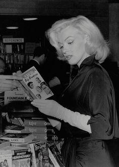 missmonroes: Marilyn Monroe photographed by Andre de Dienes, 1953.