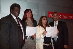 Parte del grupo de participantes al seminario taller Técnicas para Manejarse Eficientemente con los Medios de Comunicación dictado por el periodista Lester Burton en octubre de 2013.