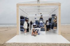 H&M pop up store on the beach in The Hague (photo by Jonathan Loek)
