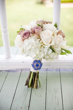 This southern wedding had so many beautiful elements including this gorgeous vintage brooch the bride used on her Bouquet