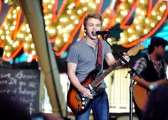 Hunter Hayes performing on Fremont Street