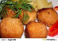 Sýrové kuličky s česnekem a bylinkami recept - TopRecepty.cz Cornbread, Baked Potato, Potatoes, Baking, Ethnic Recipes, Food, Millet Bread, Potato, Bakken