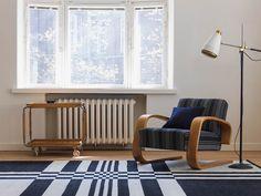 Möbelbezug und Teppich aus Naturstoff und in einem disziplinierten Design / Upholstery and carpet made of natural material and in a disciplined style | Johanna Gullichsen | Heimtextil 2016 | TOP FAIR Blog