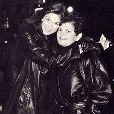 For the love of a woman in a leather coat Fall Fashion Outfits, Autumn Fashion, Long Leather Coat, Old Fan, Cindy Crawford, Fashion Pictures, Leather Fashion, Vintage Leather, Daydream