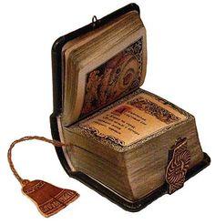 The miniature book 'Slovo o polku Igoreve' (english – The Tale of Igor's Campaign) - Miniature books by Guinness Record artist Anatoly Konenko. Old Books, Antique Books, Vintage Books, I Love Books, Books To Read, Book Libros, World Of Books, Handmade Books, Ex Libris