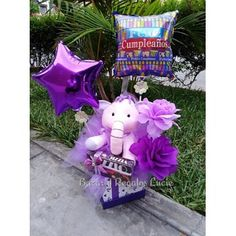 Candy Bouquet, Candy Gifts, Gift Baskets, Ideas Para, Diana, Kawaii, Christmas Ornaments, Holiday Decor, Creativity
