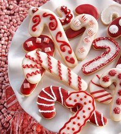 Παιδικό πάρτυ- Γλυκά: Ιδέες γαι χριστουγεννιάτικα μπισκότα! Candy Cane Christmas, Christmas Sugar Cookies, Christmas Sweets, Christmas Cooking, Noel Christmas, Christmas Goodies, Holiday Cookies, Holiday Treats, Holiday Recipes