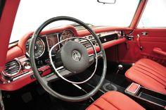 Mercedes-Benz 280 SL Pagode - red interior
