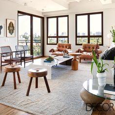 Com ares escandinavos, o duplex na Vila Madalena, em São Paulo, com projeto do escritório Díptico Design de Interiores conta com diversas obras de arte que, aliás, são os grandes destaques do décor.