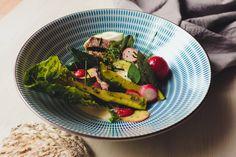 Kalbsschnitzel mit warmem Radieschen-Zucchinisalat
