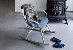 Elephant Rocking, ideata da Eva Paster e Michael Geldmacher per Kristalia, è una sedia a dondolo con struttura in legno massello e scocca in poliuretano. Disponibile in diversi colori.