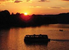 Take a breathtaking sunset cruise along the Delaware River with Bucks County Riverboat on a gorgeous fall evening.