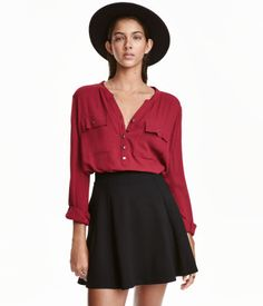 Dark red. V-neck blouse in woven crêpe fabric. Shoulder tabs, chest pockets, and long sleeves with roll-up tab and button. Rounded hem, slightly longer at