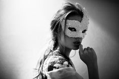 Masquerade (Halloween Gala) these masks we wear / karen cox. All Hallow's Eve Pearl Mask Annie Leibovitz, Masquerade Party, Masquerade Masks, Mascarade Mask, Halloween Masquerade, Favim, Oeuvre D'art, Belle Photo, White Photography