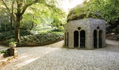 Implantados no topo da serra e fruto do génio criativo de D. Fernando II, o Parque e o Palácio da Pena são o expoente máximo do Romantismo em Portugal.