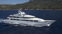 NEW HAMPSHIRE Motor Yacht for sale. View full details, pictures and more of this luxury yacht built by Feadship. Luxury Yachts For Sale, Yacht For Sale, Yacht World, Guest Cabin, Yacht Boat, Super Yachts, Motor Yacht, New Hampshire, Travel Style