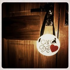Recycling an old cd, for an inexpensive door hang, a great small gift for someone!  #cd #old #recycle #reuse #upcycle #doorhang #caru #love #cymraeg #welsh #heart