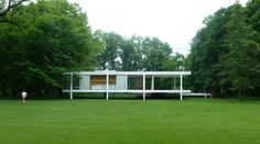 The Farnsworth House, seen from the rear