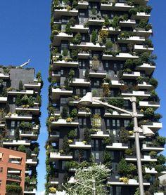 Bosco Verticale v Miláně - Množství zeleně odpovídá lesu o ploše zhruba 10 000 m2.