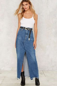 The '90s called—they said you can keep the skirt (score).