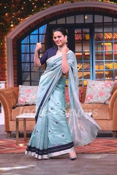 Kangana Ranaut on the sets of The Kapil Sharma Show Blouse Patterns, Saree Blouse Designs, Indian Wear, Indian Suits, Blue Shades Colors, Salwar Kurta, Kapil Sharma, Simple Sarees, Saree Look